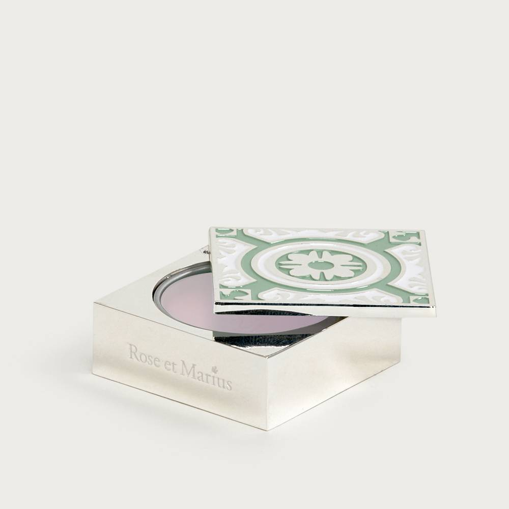 Solid perfume - siesta in a sunlit home